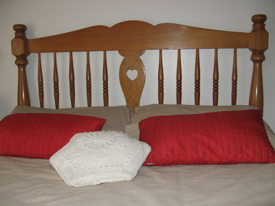 This classical style headboard is made of Japanese oak